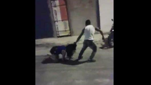 arrasta ex pelos cabelos na rua e ameaça com revólver na boca