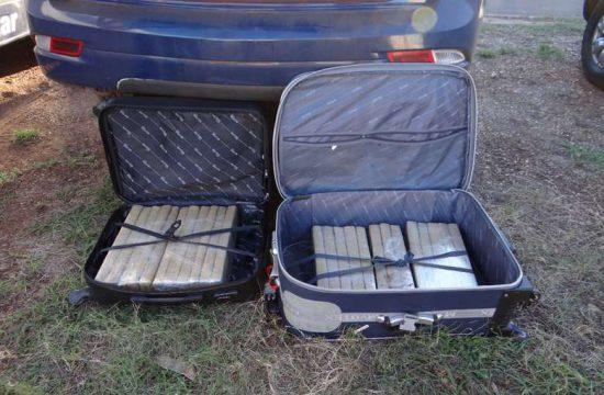 Questionados, disseram ter buscado a droga em Ponta Porã e entregariam em Goiás.